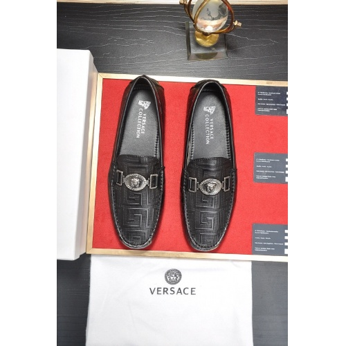 Versace Casual Shoes For Men #752269