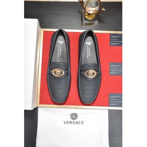 Versace Casual Shoes For Men #752270