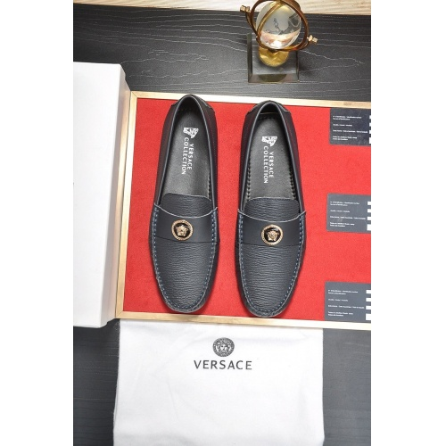 Versace Casual Shoes For Men #752273