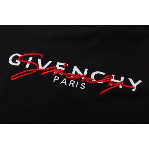 Replica Givenchy T-Shirts For Unisex Short Sleeved O-Neck For Unisex #752305 $26.19 USD for Wholesale