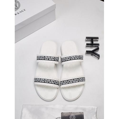 Versace Slippers For Men #752864