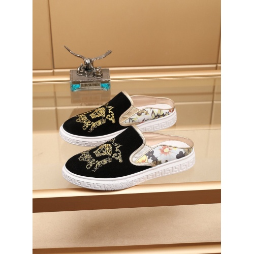 Versace Casual Shoes For Men #755517