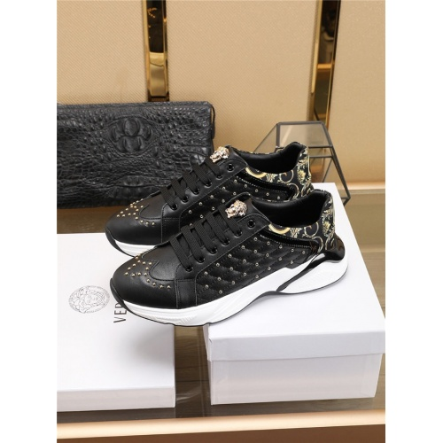 Versace Casual Shoes For Men #756196