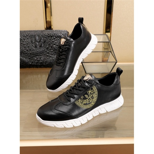 Versace Casual Shoes For Men #756364