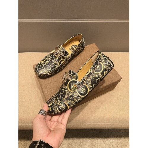 Versace Casual Shoes For Men #757172