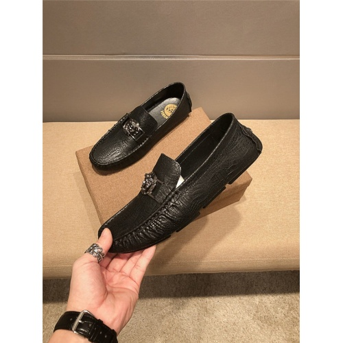 Versace Casual Shoes For Men #757177