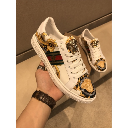 Versace Casual Shoes For Men #758141