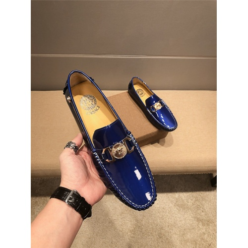 Versace Casual Shoes For Men #758718