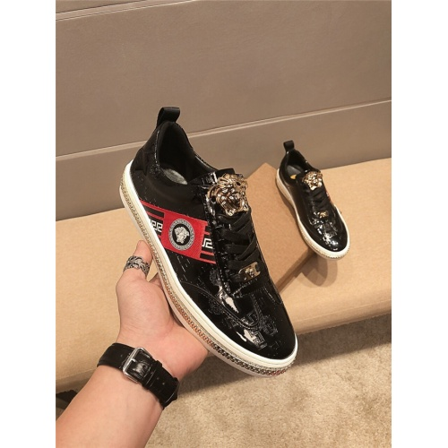 Versace Casual Shoes For Men #758726