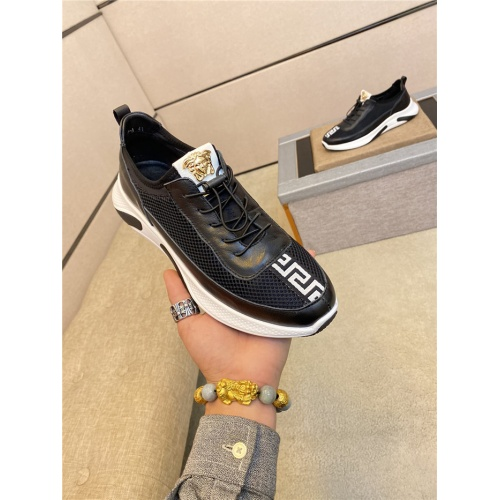 Versace Casual Shoes For Men #760312