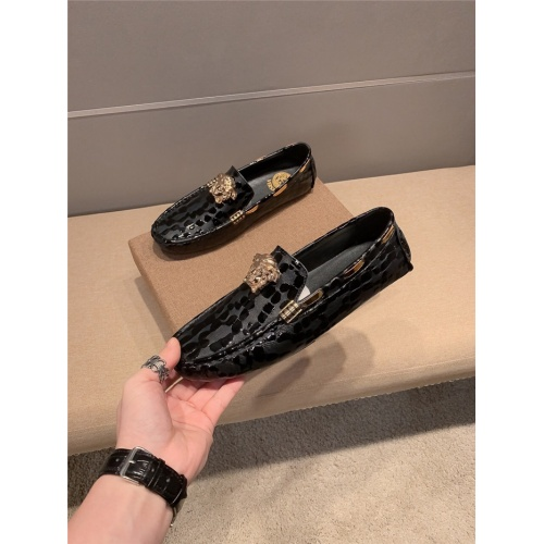 Versace Casual Shoes For Men #760337