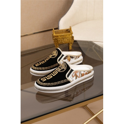 Versace Casual Shoes For Men #761510