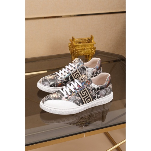 Versace Casual Shoes For Men #761512