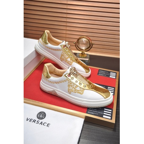 Versace Casual Shoes For Men #761602