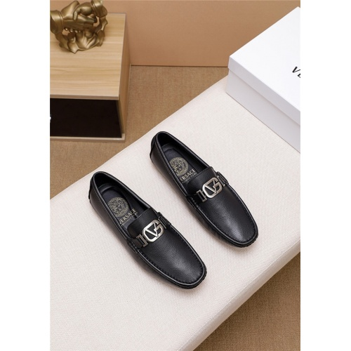 Versace Casual Shoes For Men #763451