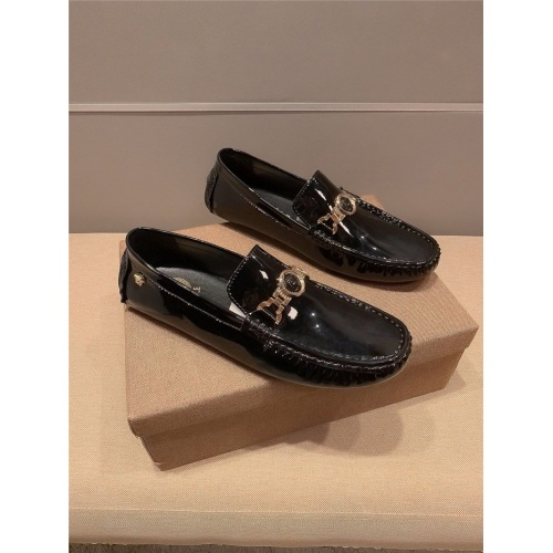 Versace Casual Shoes For Men #763539