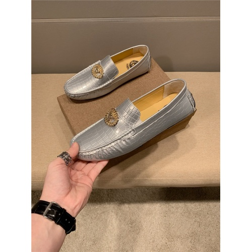 Versace Casual Shoes For Men #763540