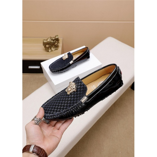Versace Casual Shoes For Men #763982