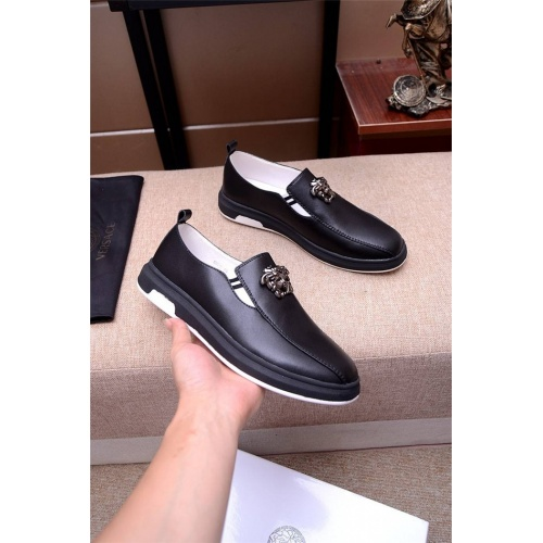 Versace Casual Shoes For Men #765697