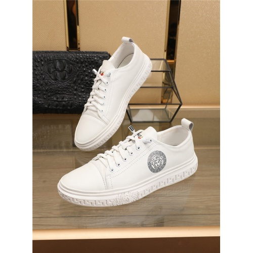 Versace Casual Shoes For Men #766563
