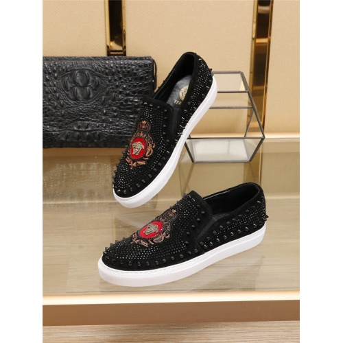 Versace Casual Shoes For Men #769370