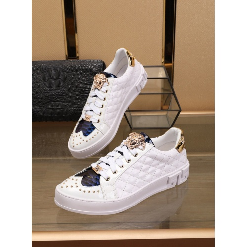 Versace Casual Shoes For Men #769587