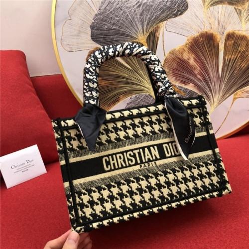 Christian Dior AAA Quality Handbags #770171