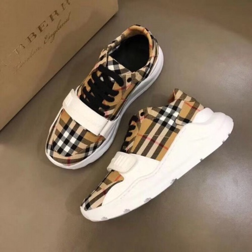 Burberry Casual Shoes For Men #770447