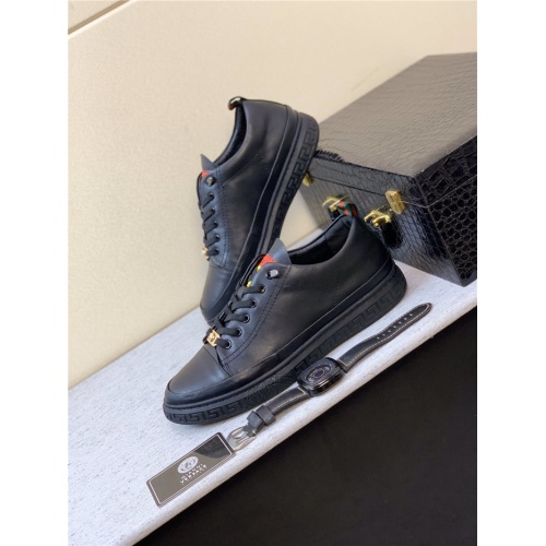 Versace Casual Shoes For Men #770529