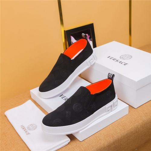 Versace Casual Shoes For Men #771398