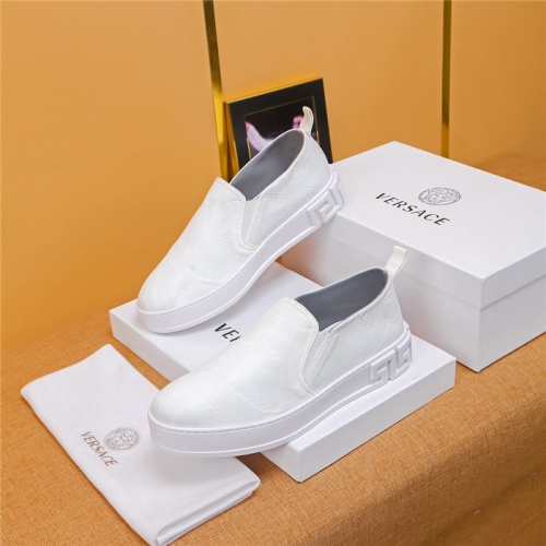 Versace Casual Shoes For Men #771399
