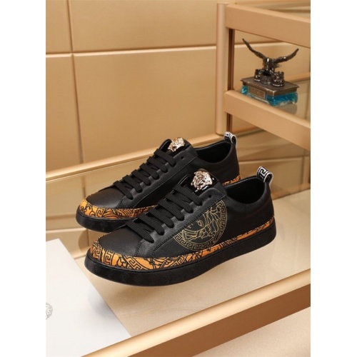 Versace Casual Shoes For Men #772274