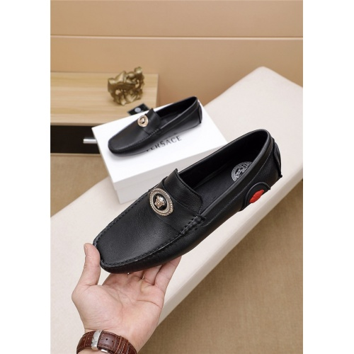 Versace Casual Shoes For Men #773338