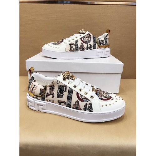 Versace Casual Shoes For Men #773342