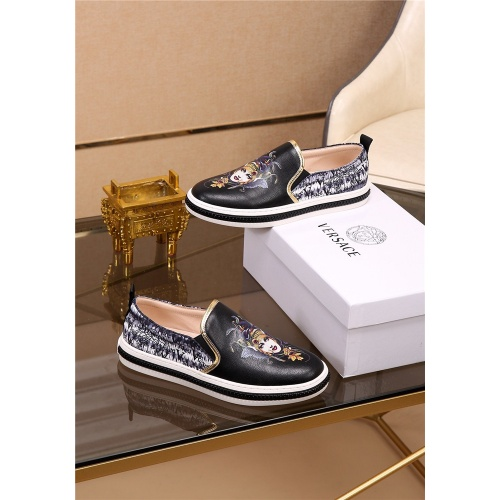 Versace Casual Shoes For Men #774623