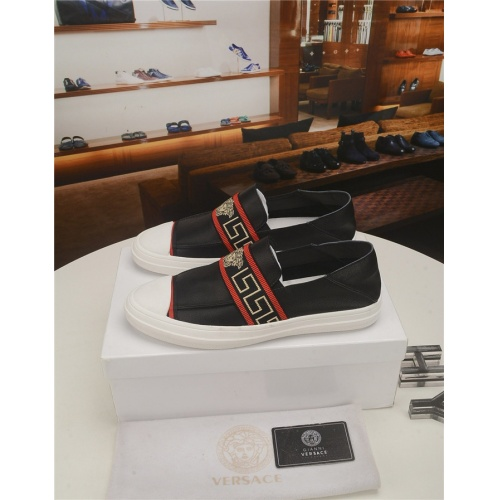 Versace Casual Shoes For Men #777166