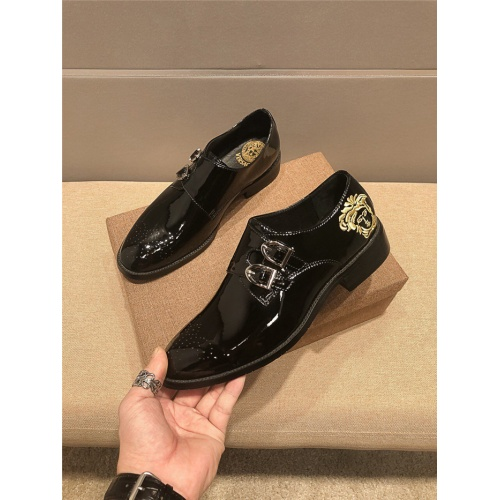 Versace Leather Shoes For Men #777518