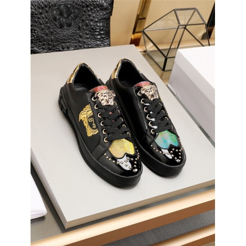 Versace Casual Shoes For Men #777806