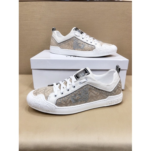 Versace Casual Shoes For Men #778370
