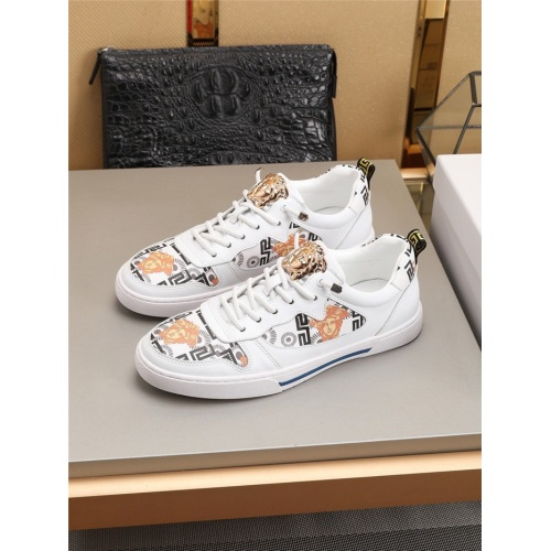 Versace Casual Shoes For Men #778409