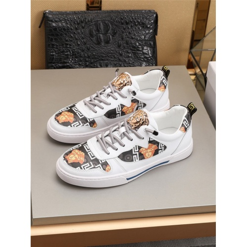 Versace Casual Shoes For Men #778410