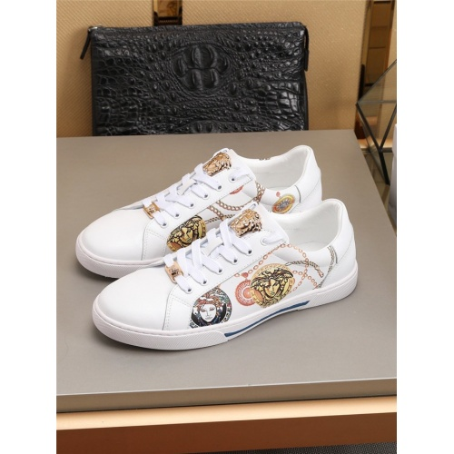 Versace Casual Shoes For Men #779358