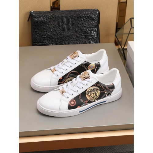 Versace Casual Shoes For Men #779359