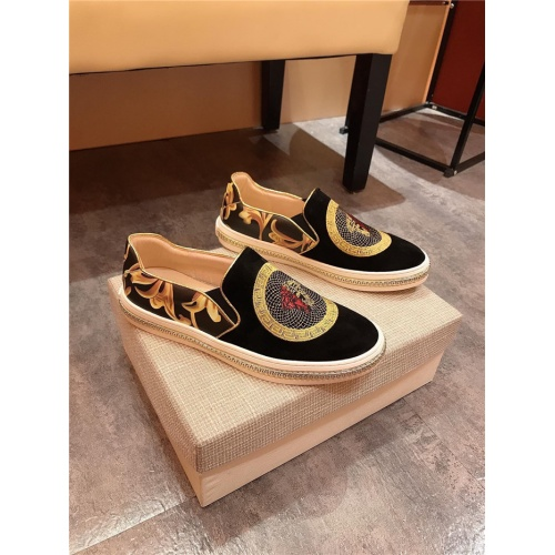 Versace Casual Shoes For Men #782423