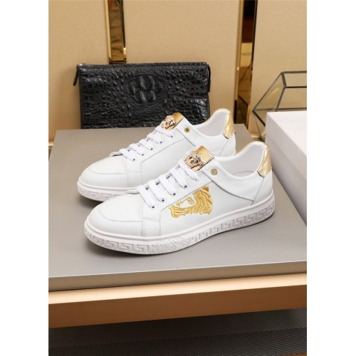 Versace Casual Shoes For Men #783152