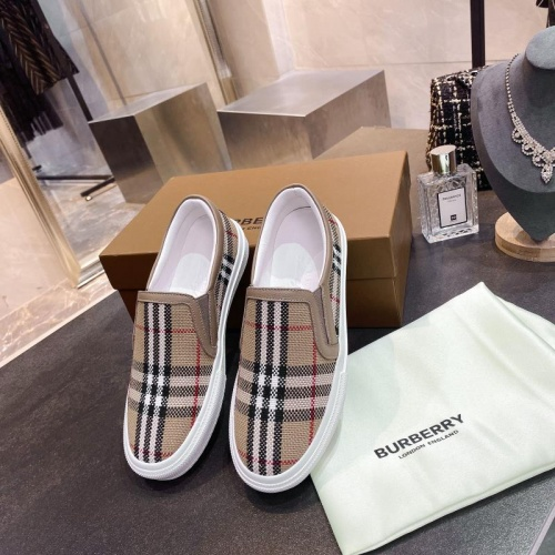Burberry Casual Shoes For Men #783613