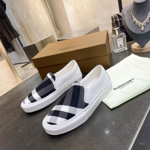 Burberry Casual Shoes For Men #783617
