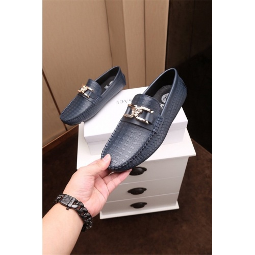 Versace Casual Shoes For Men #783917