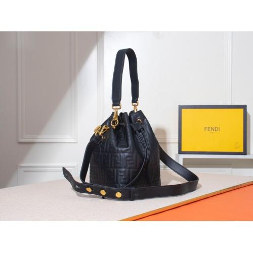Fendi AAA Messenger Bags #785024