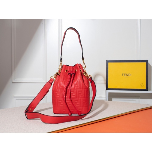 Fendi AAA Messenger Bags #785025